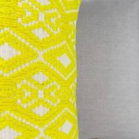 Coussin-teddy-jaune-detail-c-est-bien-joli